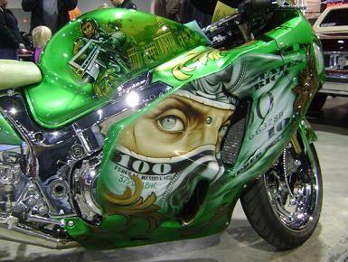 zračni kist na spremniku motocikla
