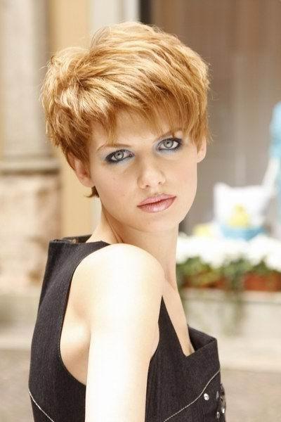 frizure za kratku kosu s praskama