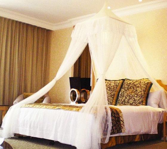 krevet s baldahinom
