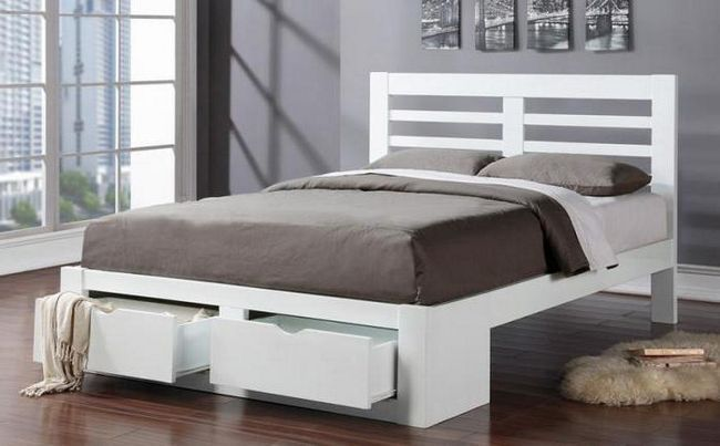 bijeli bračni krevet