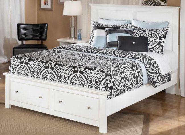 bijela fotografija s bračnim krevetom