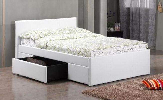 bijeli bračni krevet s kutijama za pohranu