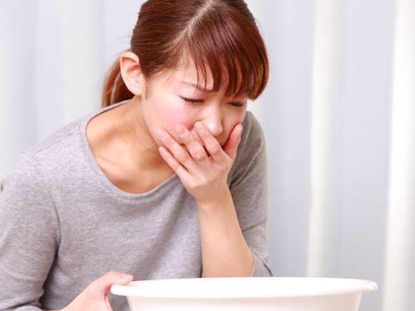 zašto moj trbuh boluje i povraća?