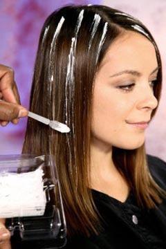česte naglašavanje na smeđoj kosi