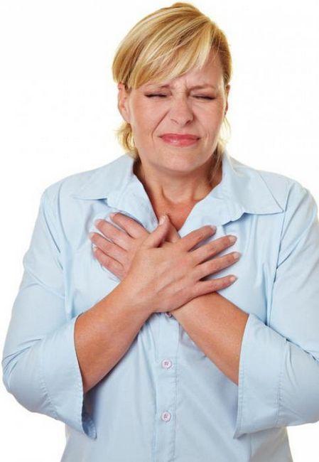 Bol ispod grudi u sredini