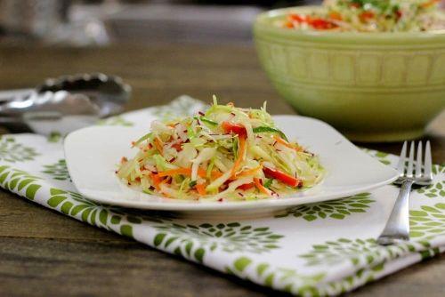 salata od kupusa i svježe povrće