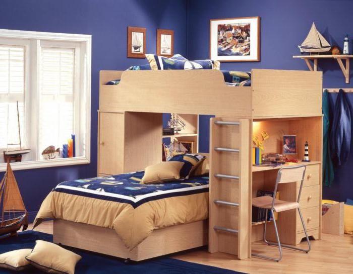 dječja kreveti na krevetu od masivnog drva