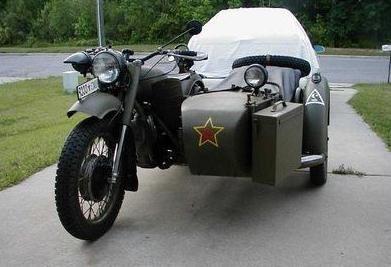 Еще незыбытый мотоцикл `Днепр`
