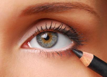 kako obojiti oči crnom olovkom