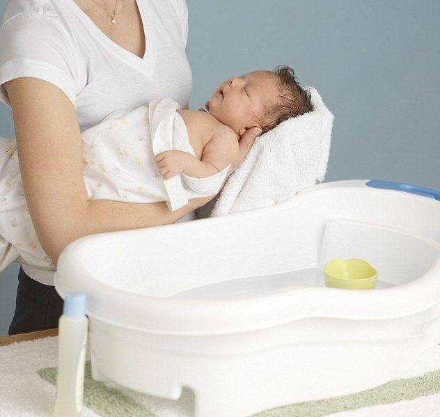 Kako pravilno kupati novorođenče