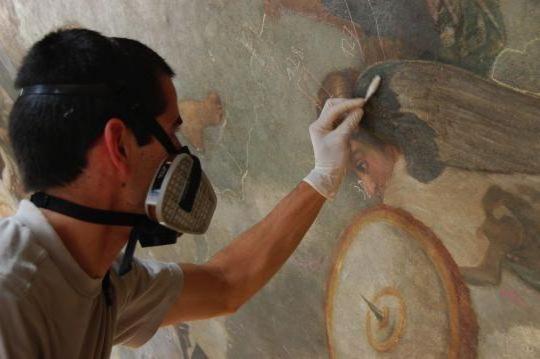 Как называется профессия людей, восстанавливающих памятники культуры и предметы искусства