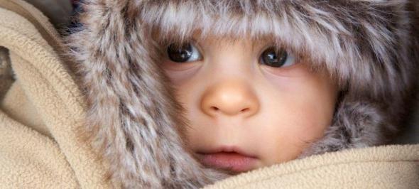 kako ispravno odjenuti novorođenče zimi