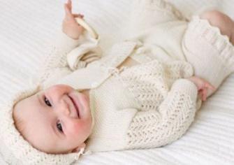 kako odjenuti novorođenče za šetnju u proljeće