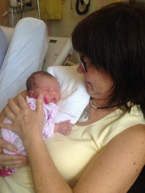 Čestitamo kćeri s rođenjem kćeri