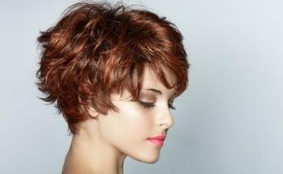 kovrčave kratke frizure
