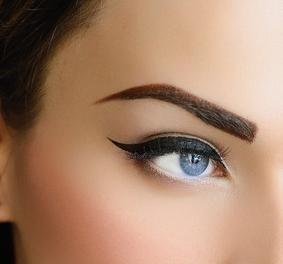 kako obojiti oči s eyeliner fotografijom