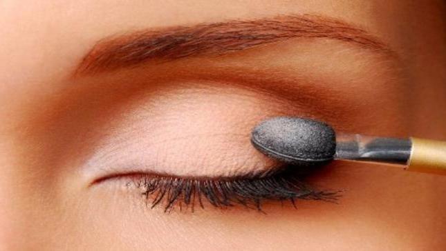 svjetlucasta šminka za oči