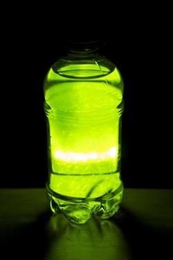 Kako napraviti svjetleću tekućinu kod kuće?