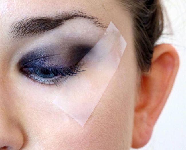 uporaba ljepljive trake u make-upu