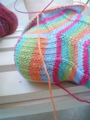 pletenje dječjih čarapa s iglom za pletenje