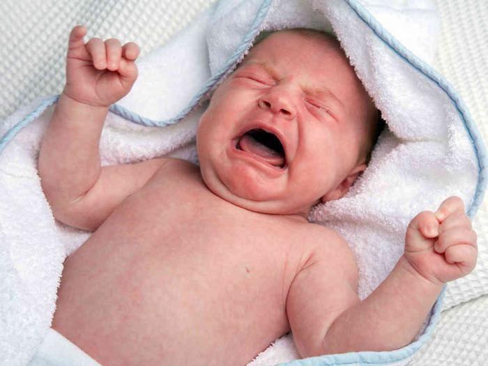 kako smiriti novorođenče kad plače