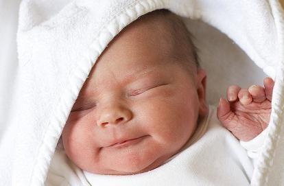 novorođenče plače kako se smiriti