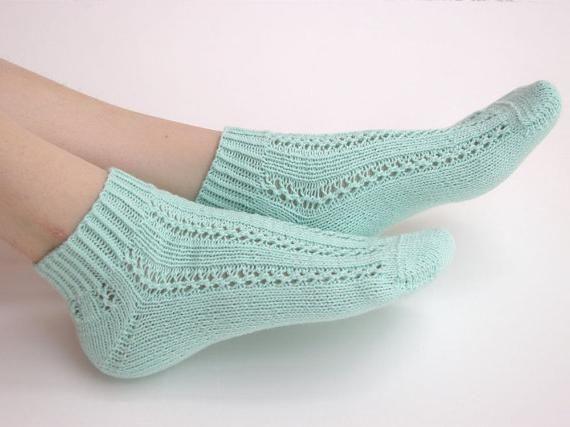 otvorene čarape s iglama za pletenje