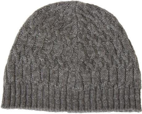 Muška šešir s iglama za pletenje