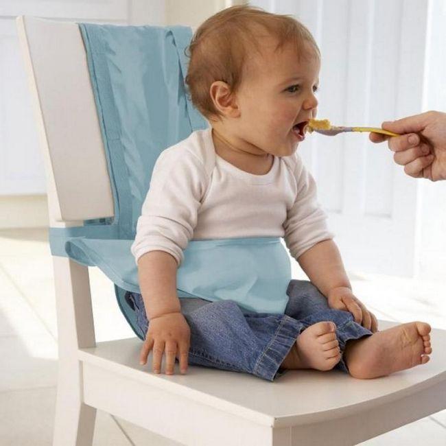 novorođenčad s stolicom s grudama