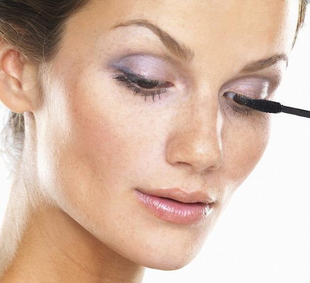šminka oka s nadlanjem kapka