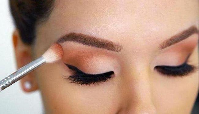 Šminka za zatvorene oči. foto