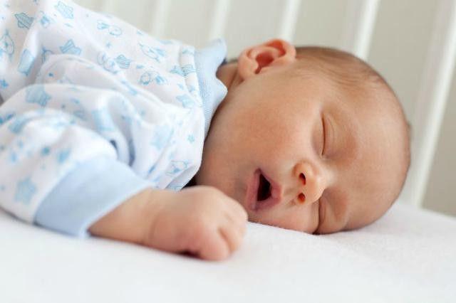 kako se širiti na trbuhu novorođenčeta
