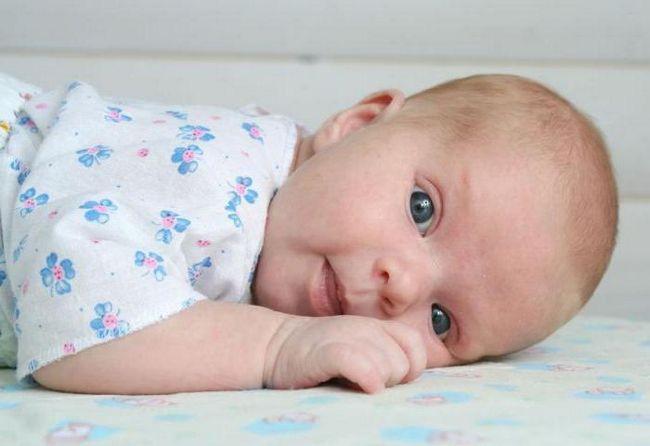 Bilo je moguće da novorođenče spava na trbuhu
