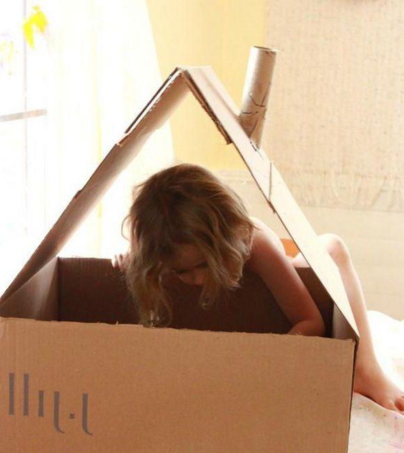 kuća kartona za vlastite lutke