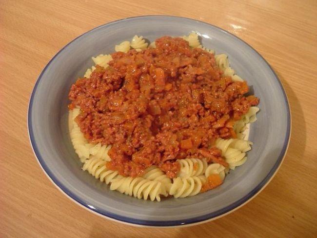 Macaroni Bolognese: priča i dva recepta
