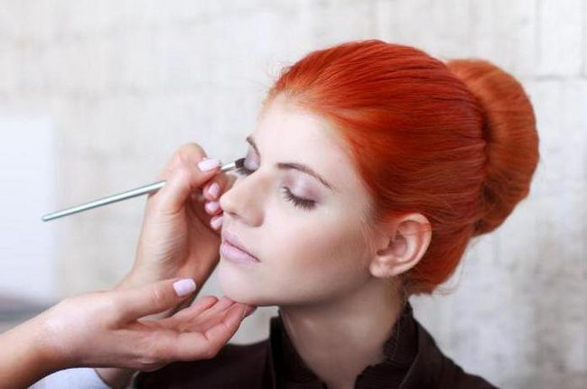 make-up za crvenokose sive oči