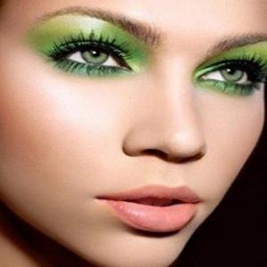 svijetla fotografija šminke za oči