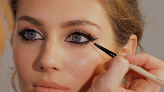 Šminka oko očiju, poput Angeline Jolie