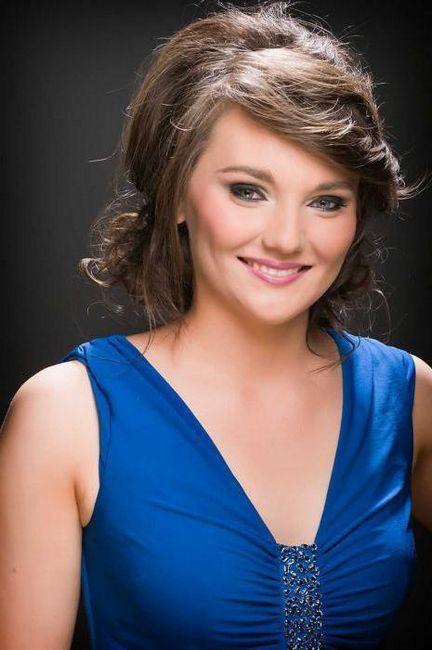 make-up ispod plave haljine za brinete