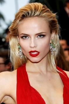 make-up ispod crvene haljine