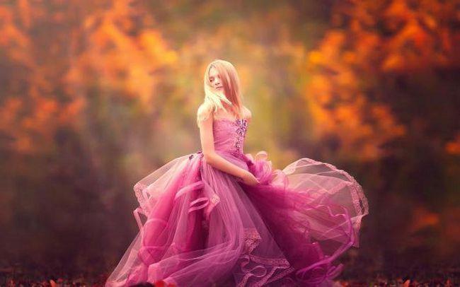 make-up za smeđe oči ispod ružičaste haljine