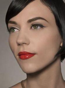 make-up s crvenim ružem za brinete