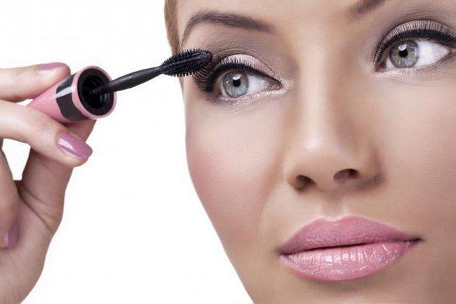 Šminka za oči s fotografijom s ružičastim sjenama