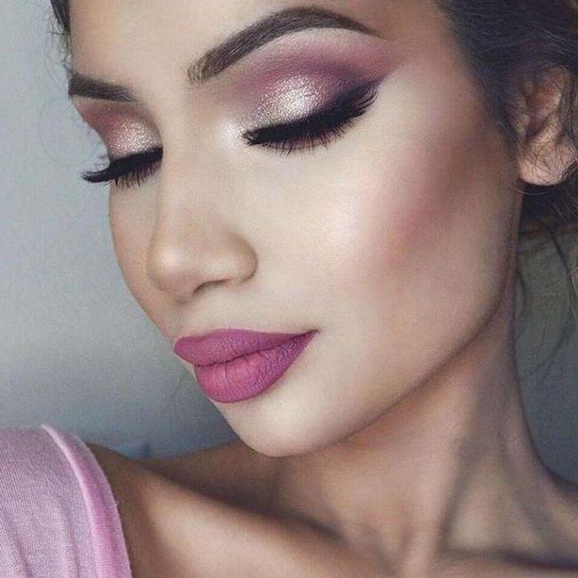 Šminka s ružičastim sjenama u fotoaparatu