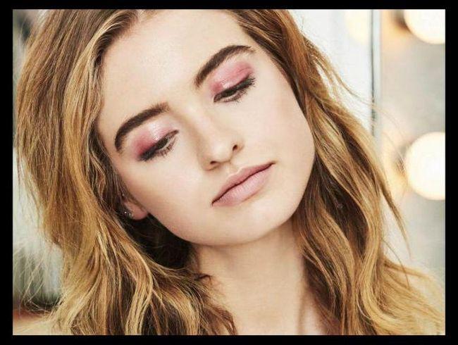 Šminka s blago ružičastim sjenama
