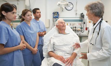 popunjavajući medicinske zapise pacijenta