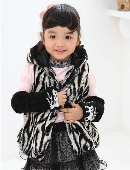 Krzno prsluk za djevojku moderan je komad malog modnog ormara