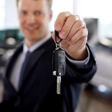 Voditelj prodaje automobila. Što je još važnije: profesionalnost ili osobne kvalitete?