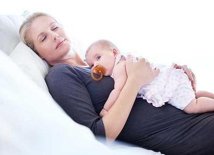 dijete spava na trbuhu