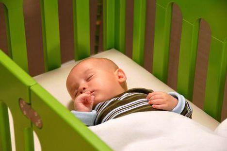 kako naučiti bebe da spavaju na trbuhu